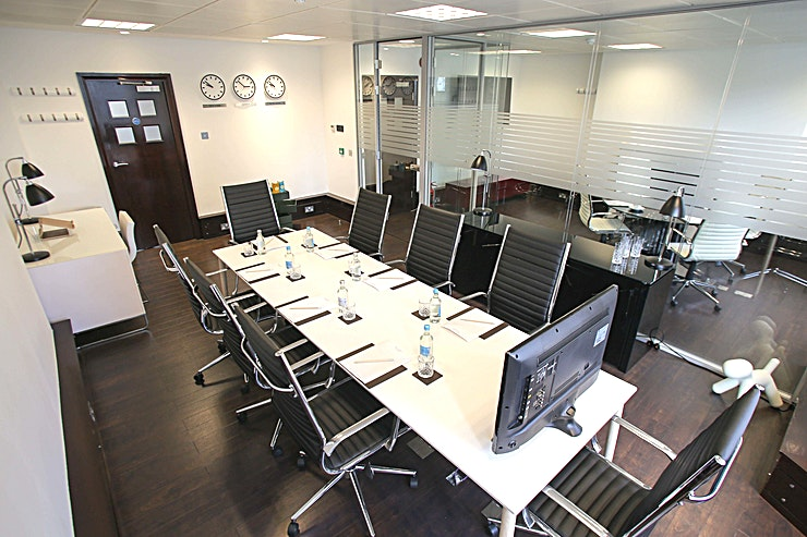 St James's Boardroom **Piccadilly Chambers is located in Dudley House which is ideally situated on Piccadilly, only minutes from either Green Park or Piccadilly underground and a short walk from London Charing Cross mainl