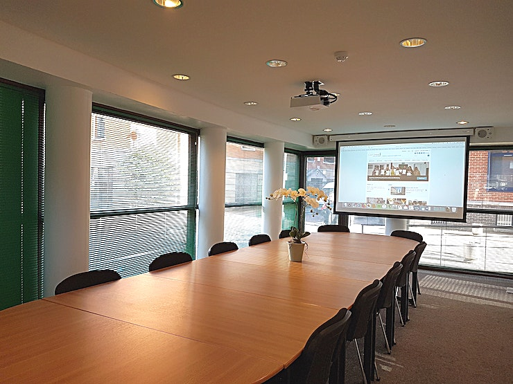 Palm Meeting Room Palm Meeting Room at Coin Street Conference Centre is a state-of-the-art meeting room for hire in central London.  Palm meeting room is a bright, contemporary and purpose-built meeting space. Locate
