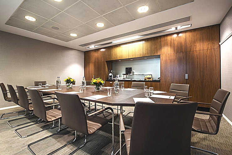 Willow Suite **The Willow Suite at Royal Lancaster London consists of three well-designed rooms, accommodating up to 12 Guests in a boardroom set up or 20 for a reception.**   There is ample Space within the suite for tea & coffee breaks and for lunch service, without impacting the workflow. The rooms are inviting, contemporary and equipped with ample lighting and modern technology.