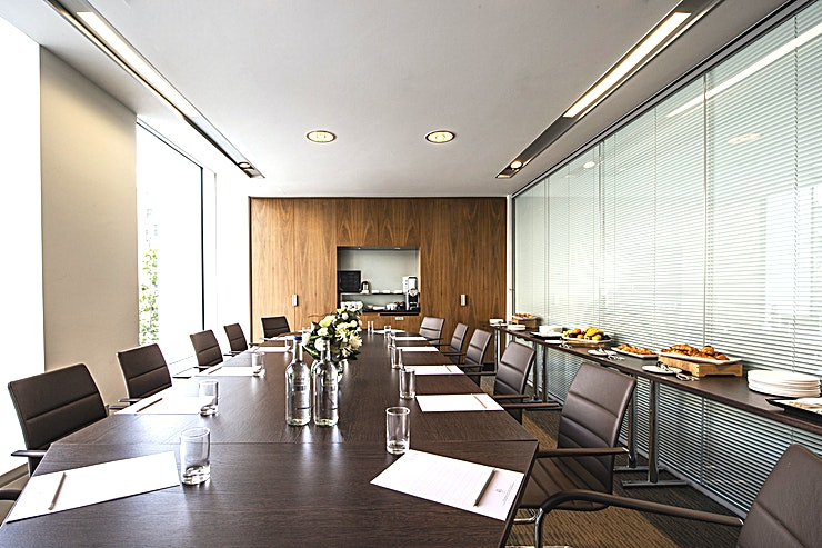 Cedar Suite **The Cedar Suite at the Royal Lancaster London comprises of two stylish and well-designed meeting rooms.**  Their location by the Forest Suite reception is particularly convenient, for any last min