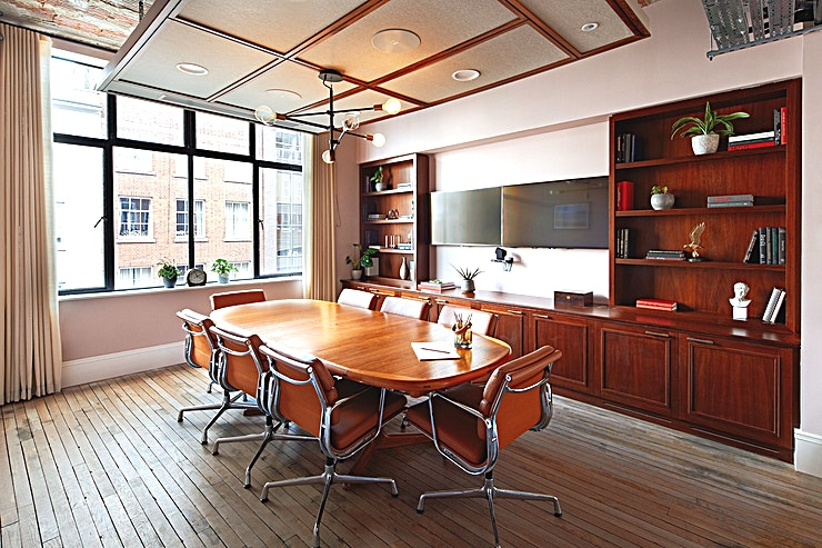 Boardroom **The Boardroom at Mortimer House is a stylish meeting room for hire in central London.**  The spacious, more traditional boardrooms at Mortimer House combine a luxurious interior design and are equipped with all the high-tech amenities you would need for your meeting.