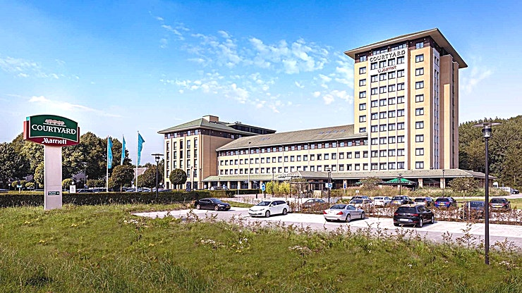 Courtyard As well as business as leisure guests, experience in the 4-star hotel a luxurious ambiance best described as casual, comfortable and efficient. Courtyard hotel has 260 modern rooms equipped with air conditioning, complimentary Wi-Fi, Smart Tv's with Chromecast streaming (for wireless streaming) and spacious bathrooms. Furthermore there are 10 multipurpose meeting rooms, among which an auditorium with a capacity till 330 persons. Each meeting room is equipped with whitewalls, Click share system and Marriott's Meeting Service App.