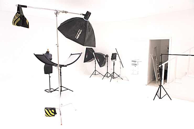 Film & Photo Studio **Blankbox is an all-white photography studio for hire in London packed with industry-standard equipment.** 