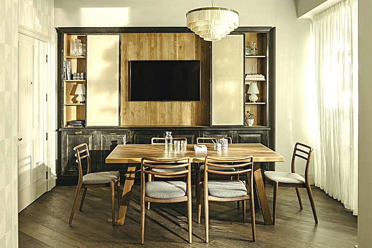 Study **The Study is an intimate stylish meeting room at The Hoxton in Southwark.**  The Apartment is a light and airy meeting and event Space right in the centre of Southwark, a short stroll from South Ban