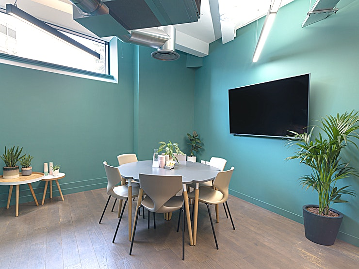 Meeting Room LG.02 **Meeting Room LG.02 is a state-of-the-art meeting room for hire in Borough.**  A fast-growing creative neighbourhood. Co-working in Borough just a few steps from the Northern Line. Less time commuting, more time where you want to be.   And with Borough Market as your local deli, plenty of reasons not to eat at your desk. Try something new.