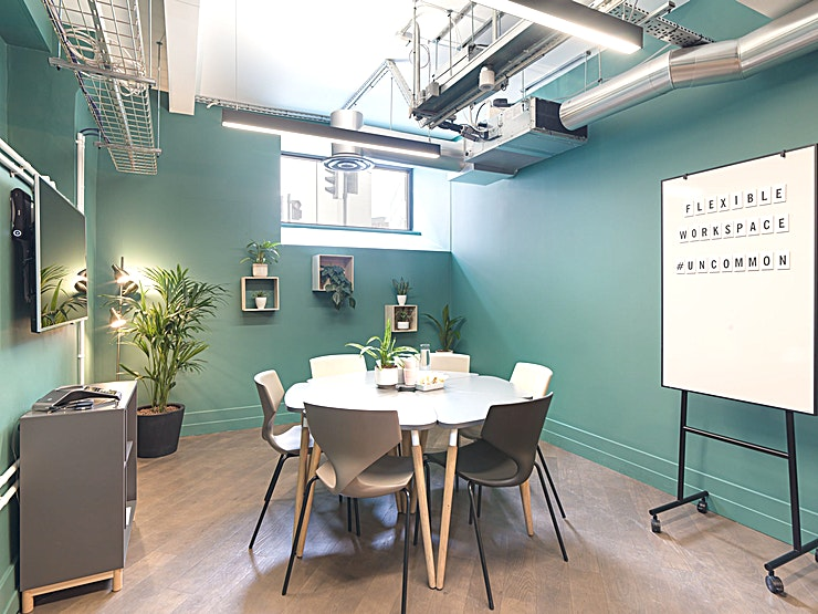 Meeting Room LG.01 **Meeting Room 2 at the Uncommon Borough is a professional, bright and spacious meeting room, perfect for an intimate meeting.**  Uncommon is a modern co-working space in Borough, London. With creative yet calm environments throughout, this is definitely one of the best places for a productive meeting with your team!   Meeting Room 2 can accomodate up to 6 delegates for a boardroom style meeting.