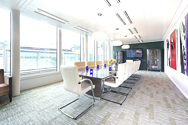 Boardroom **Welcome to the Boardroom by the Landmark team at their Old Broad Street meeting centre.**   125 Old Broad Street provides high levels of natural light and unrivalled amenities. Landmark Serviced Office Centre is strategically positioned on the 6th, 7th and 8th floors with an open roof terrace exclusive for Landmark clients to use. There are also a number of interior designed interview rooms, meeting and boardrooms available.