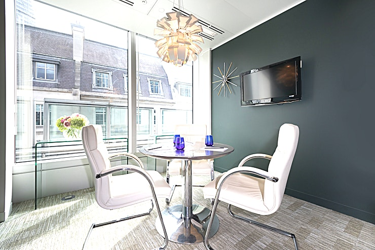 Interview Room 1 **Interview Room 1 at 127 Old Broad Street is an intimate, state-of-the-art Space for hire.**  Located on the 6th floor, this small external room comes with a small table for 3 people.