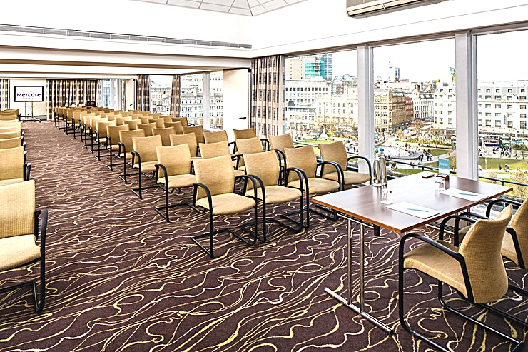 Park Suite **The unique Park Suite can accommodate up to 130 delegates for a conference or 100 for a special event.** 