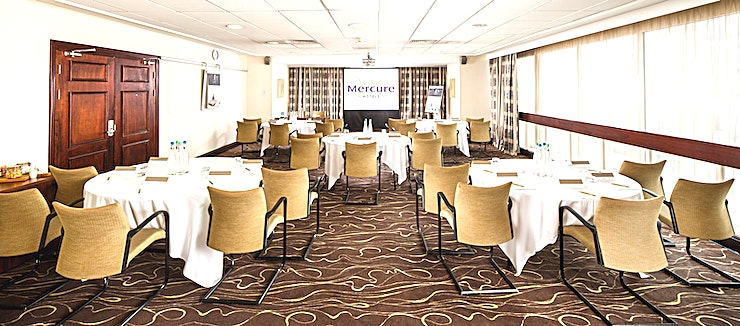 Senate Suite **The Senate Suite is a perfect size, accommodating up to 100 delegates comfortably, this room offers ultimate flexibility and can accommodate a variety of set up styles.** 
