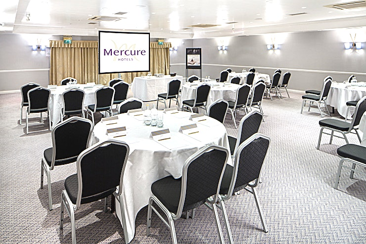 Parkside Suite **Parkside is the ideal Space for large conferences, exhibitions, product launches, presentations & workshops.** 