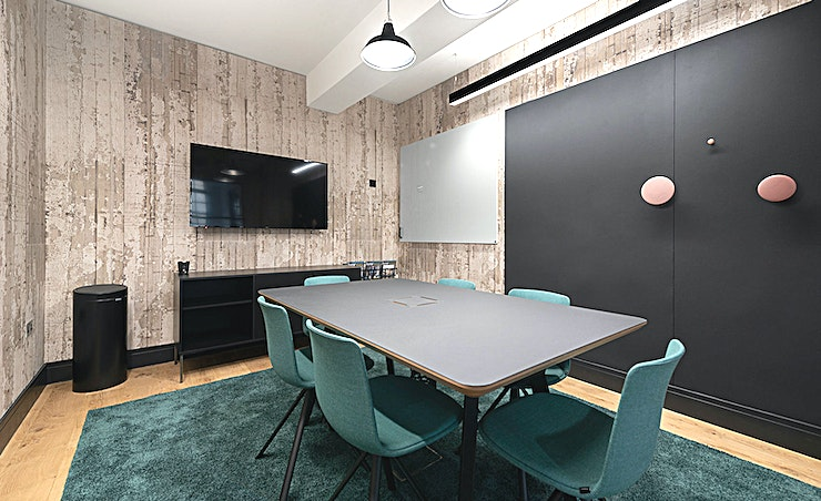 Explore **Explore at The Centro Building is an intimate, state-of-the-art meeting room for hire in Camden.**  Situated in the buzzing centre of Camden Town, this cosy meeting room with capacity for 6 comes