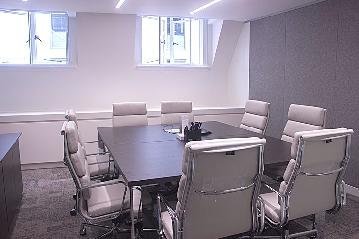 Room 2.1 The meeting rooms at One Moorgate Place speak for themselves. With over eight (SRR, BR, 1.2, 1.3, 1.4, 1.5, 2.1 & 2.2) to choose from, we can accommodate all types of meetings, from one to ones to lar