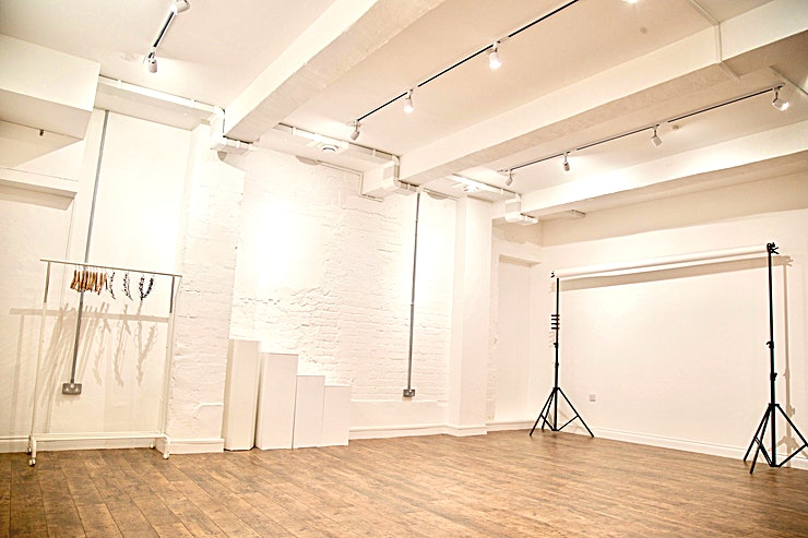 Photography Studio **Kobi Studios is a photography studio in the heart of Shoreditch.**   Located on Brick Lane, kobi studios is a newly refurbished space providing a functional environment for a variety of needs.   Conveniently located close to public transport, shops, restaurants and amenities the Space is equipped with the essentials for all your photography and production needs.   For everything else, the team will assist you in finding everything you need to assure your hire runs as smoothly as possible.