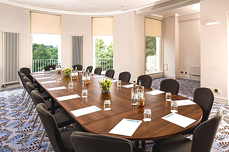 Congress Suite **The Congress Suite at Mercure Gloucester Bowden Hall Hotel is a vibrant private event Space for hire in Gloucester.**  The Space holds up to 40 Guests in theatre and banquet layout. Private dining is available and the venue provides free parking for 150 cars.