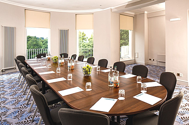 Congress Suite **The Congress Suite at Mercure Gloucester Bowden Hall Hotel is a vibrant private event Space for hire in Gloucester.**  The Space holds up to 40 Guests in theatre and banquet layout. Private dining