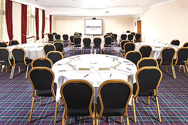 Parkside **The Parkside Suite at Mercure Leeds Parkway Hotel is a stylish event Space for hire in Leeds.**  The Parkside Suite is a brand new conference and event room located on the ground floor of the Hotel with easy access to the conference centre and other amenities such as the Club Bar and toilets.   The room is 116 metres square and boasts natural daylight and air conditioning, it can hold 100 delegates in a theatre style, or 60 delegates in a cabaret layout.