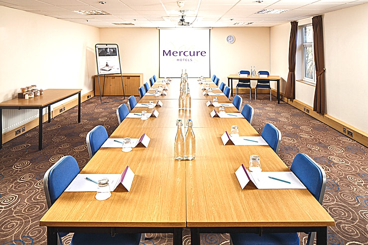 Willow Suite **The Willow Suite at Mercure Leeds Parkway Hotel is a versatile event Space for hire in Leeds.**  The Willow Suite is located on the ground floor of the conference centre, adjacent to a breakout area which is the ideal space for registration or refreshments to be served.   The room is pillar-free with a built-in LCD projector and screen, natural daylight and air conditioning.