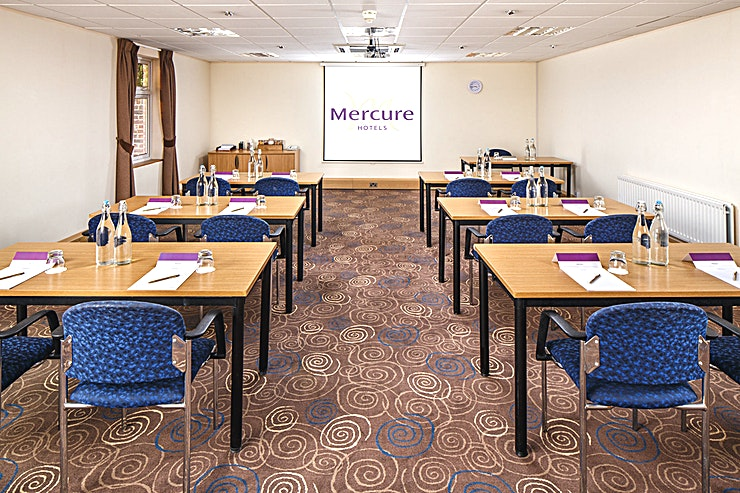 Sycamore Suite **The Sycamore Suite at Mercure Leeds Parkway Hotel is an expansive event Space for hire in Leeds.**  The Sycamore Suite is located on the lower ground floor of the Conference Center, adjacent to a breakout area which is the ideal space for registration or refreshments to be served.   The room is pillar-free with a built-in LCD projector and screen, natural daylight and air conditioning.