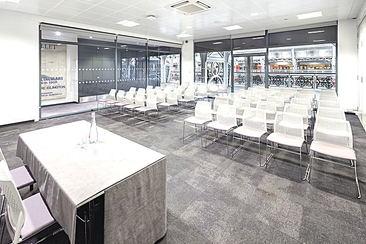 Rooms B-H  Syndicates B-H are ideal spaces to use for break out rooms, boardroom meetings and seminars. Each room seating between 60 – 90 delegates, can be changed through the use of partition walls to fit your event specification.