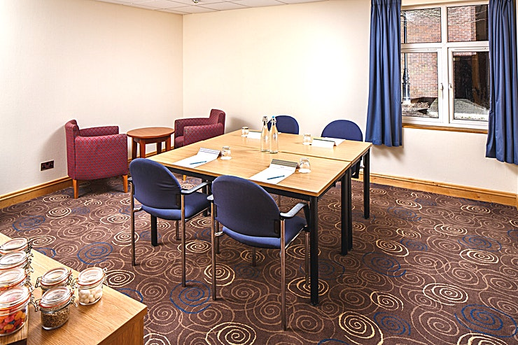 Cedar Suite **The Cedar Suite at Mercure Leeds Parkway Hotel is an intimate meeting room for hire in Leeds.**  The Cedar Suite is located on the lower ground floor of the conference centre, adjacent to a breakout area which is an ideal space for refreshments to be served.   The is pillar-free and boasts natural daylight, it is 19.8 meters square and can hold up to 8 delegates in a boardroom style.