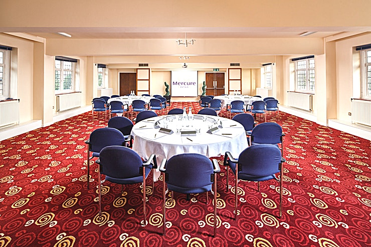 Park Lane **Park Lane at Mercure Leeds Parkway Hotel is a stylish event Space for hire in Leeds.**