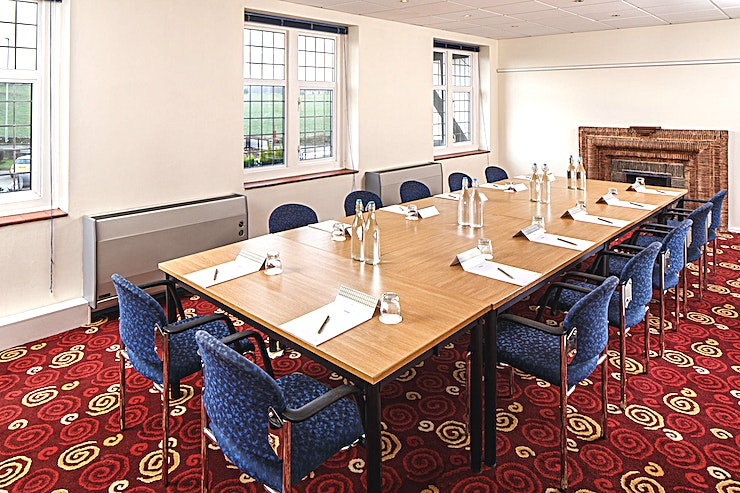 West Park **West Park at Mercure Leeds Parkway Hotel is a versatile meeting room for hire in Leeds.**