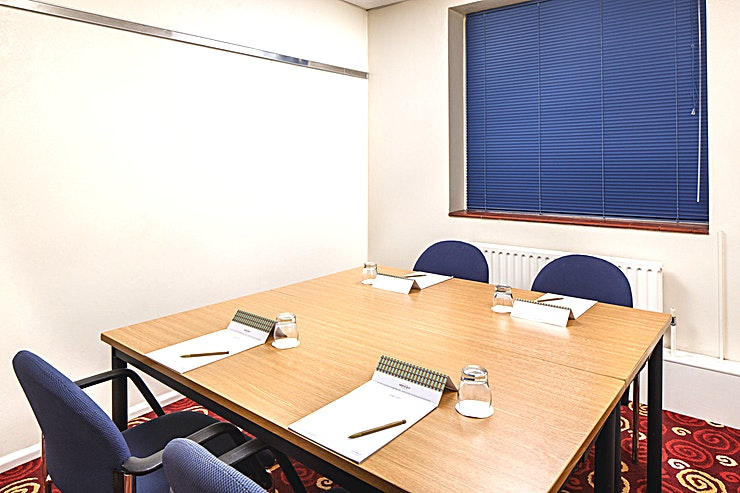 Green Park **Green Park at Mercure Leeds Parkway Hotel is a stylish, multi-purpose meeting room for hire in Leeds.**
