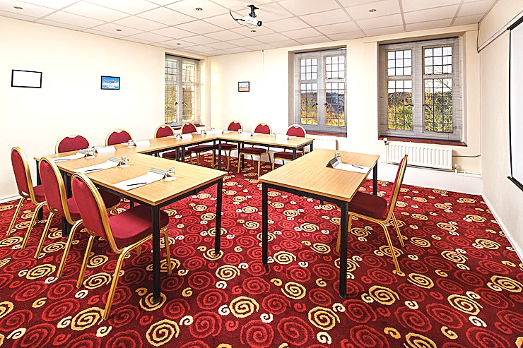 Park View **Park View at Mercure Leeds Parkway Hotel is a multi-purpose creative Space for hire in Leeds.**  Park View is located on the first floor, boasts natural daylight and is pillar-free. The Space is ideal for team away days, training days and workshops.