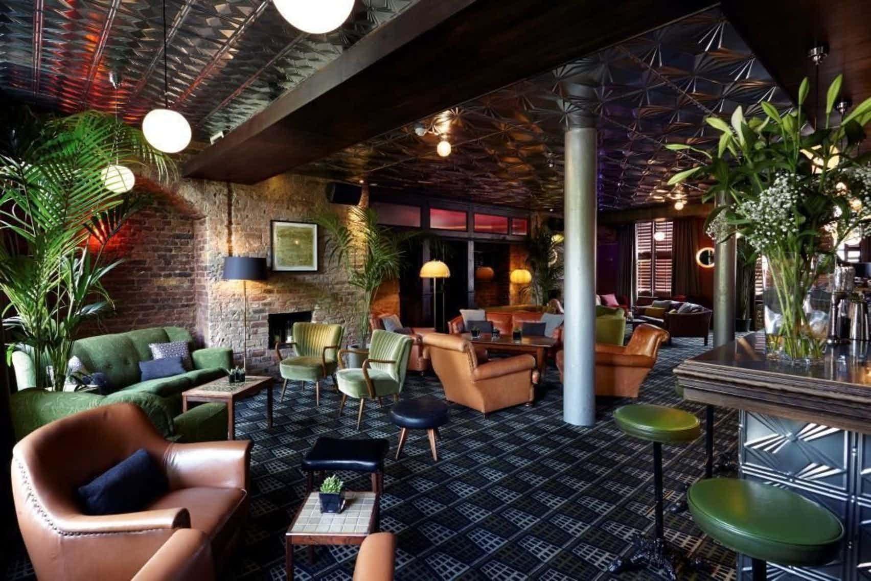 Cocktail Lounge, Century Club