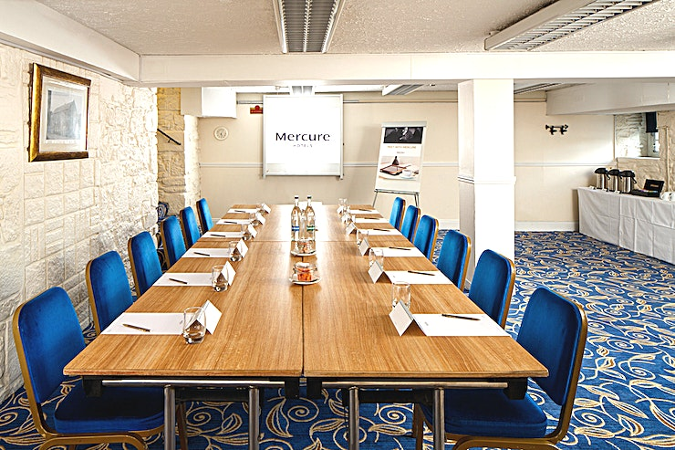 Miller Suite **The Miller Suite at Mercure Perth Hotel is a stylish meeting room for hire in Perth.**  The Miller Suite is located on the ground floor and is accessible. The room benefits from natural daylight,