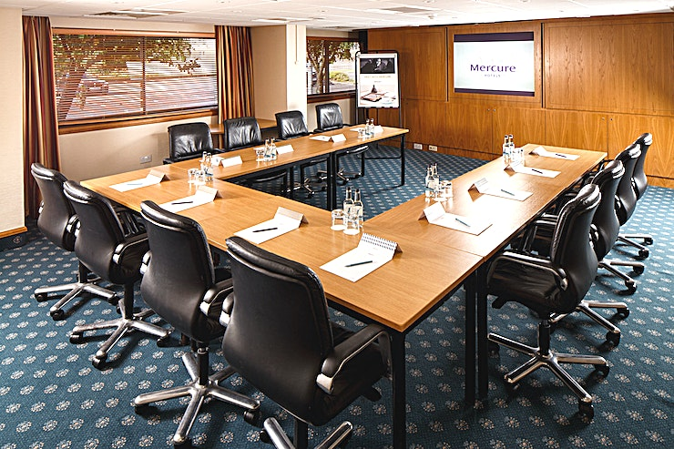 Summit Suite **The Summit Suite at Mercure Livingston Hotel is a stylish meeting room for hire in Livingston.**  The Summit Suite, located on the ground floor, can accommodate up to 40 delegates in a theatre lay