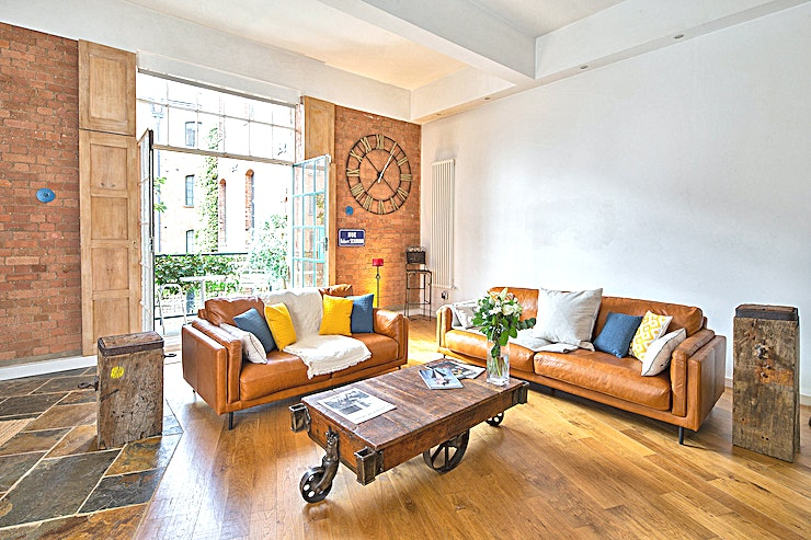 Full Studio Hire Fabulous Victorian Warehouse Apartment with  approx 1500 sq ft. of usuable space.