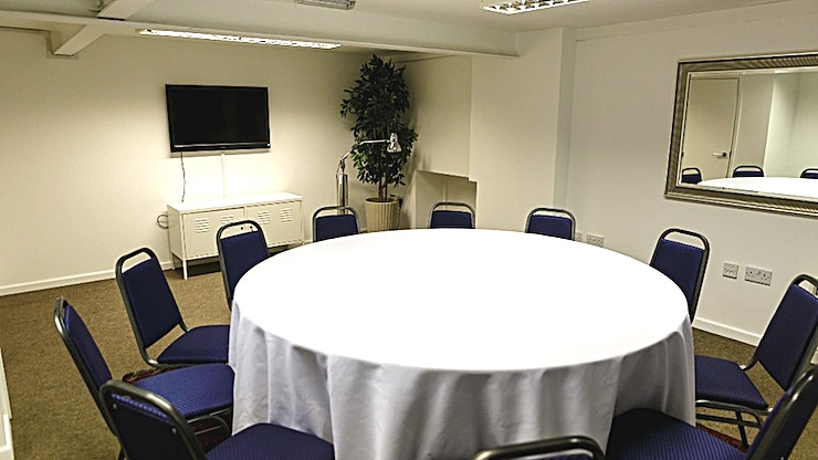 The Loft **The Loft at Fazeley Studios is a Space set-up in a theatre style for smaller meetings and training.**  Host your meetings in the heart of Birmingham's creative, media and tech quarter. Be inspired