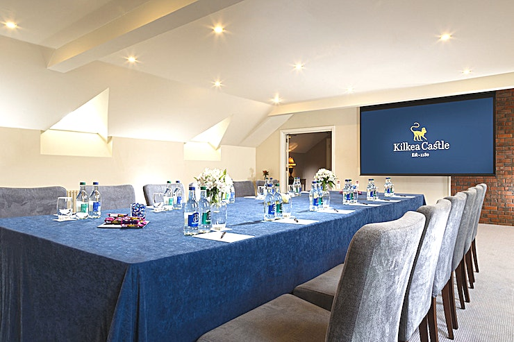 Albatross Suite **The Albatross Suite at Kilkea Castle is a state-of-the-art meeting room for hire in Kildare.**  Situated on the second floor of the Clubhouse, the Albatross and Eagle Suites are the ideal location for your next meeting.  Both Suites boast natural daylight, drop-down screen and a projector. They are both perfect for Boardroom, Cabaret, Theatre or U-Shape style setups and Meetings.  Guests can enjoy refreshments and meals in the Albatross and Eagle Suites or in the two restaurants located on the ground floor of the Clubhouse.