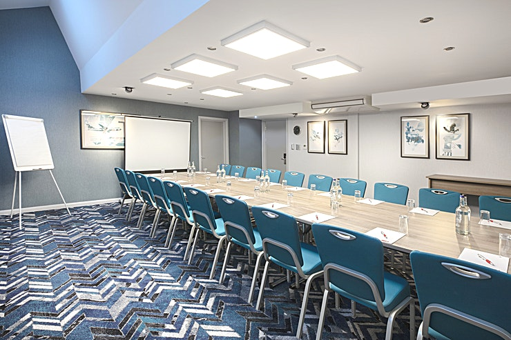 Suite 2122 & 2123 **Combined, this suite can accommodate 130 guests theatre style, however, the room can be divided in half to create 2 smaller Spaces.**  Discover 15 air-conditioned meeting room facilities at our Lond