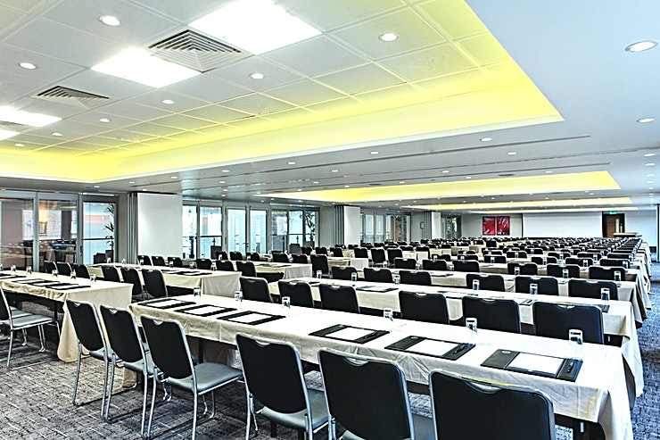 Minories Suite  **Looking for your next meeting room in Central London?**  Located on the first floor, the Minories suite is a versatile events Space made up of 4 interconnected meeting rooms. When used as a single Space, the room has a capacity of 400 which is perfect for mid- to large-sized business conferences or private events.  Our flexible range of 17 meeting and function rooms makes us an ideal venue for hosting small or large conferences and special events. We can comfortably accommodate up to 850 Guests in a theatre set up and our central and accessible location makes us one of the most convenient conference venues in the city.  Leonardo Royal London Tower Bridge boasts a fantastic location close to the iconic Tower Bridge and a short walk from Tower Hill, Aldgate and Fenchurch Underground Stations giving easy access to both major financial institutions and London's most vibrant tourist attractions