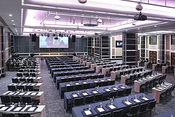 Wren & Shakespeare Suite  **Our central and accessible London location makes us one of the most convenient conference venues in the city.**  Situated on the lower ground floor, the Wren and Shakespeare Suites combine two impre