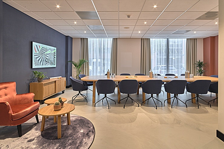 The Extra Smile Room **The Extra Smile Room at Cityden The Garden is a state-of-the-art meeting room for hire in Amstelveen.**  There is no traffic when you go the extra mile. Don't we all like a little quiet every now
