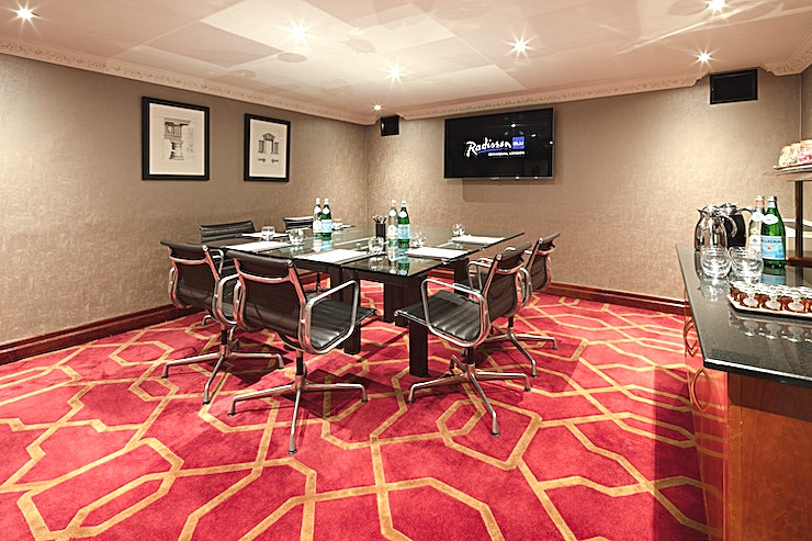 Private Room 16 **Private Room 16 provides an accessible meeting room hire in a prime location**  Surrounded by the beautifully decorated Radisson Blu Edwardian Hotel at Heathrow. This Space is both classy and conven