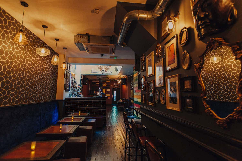 Lounge Bar, Apples and Pear Bar