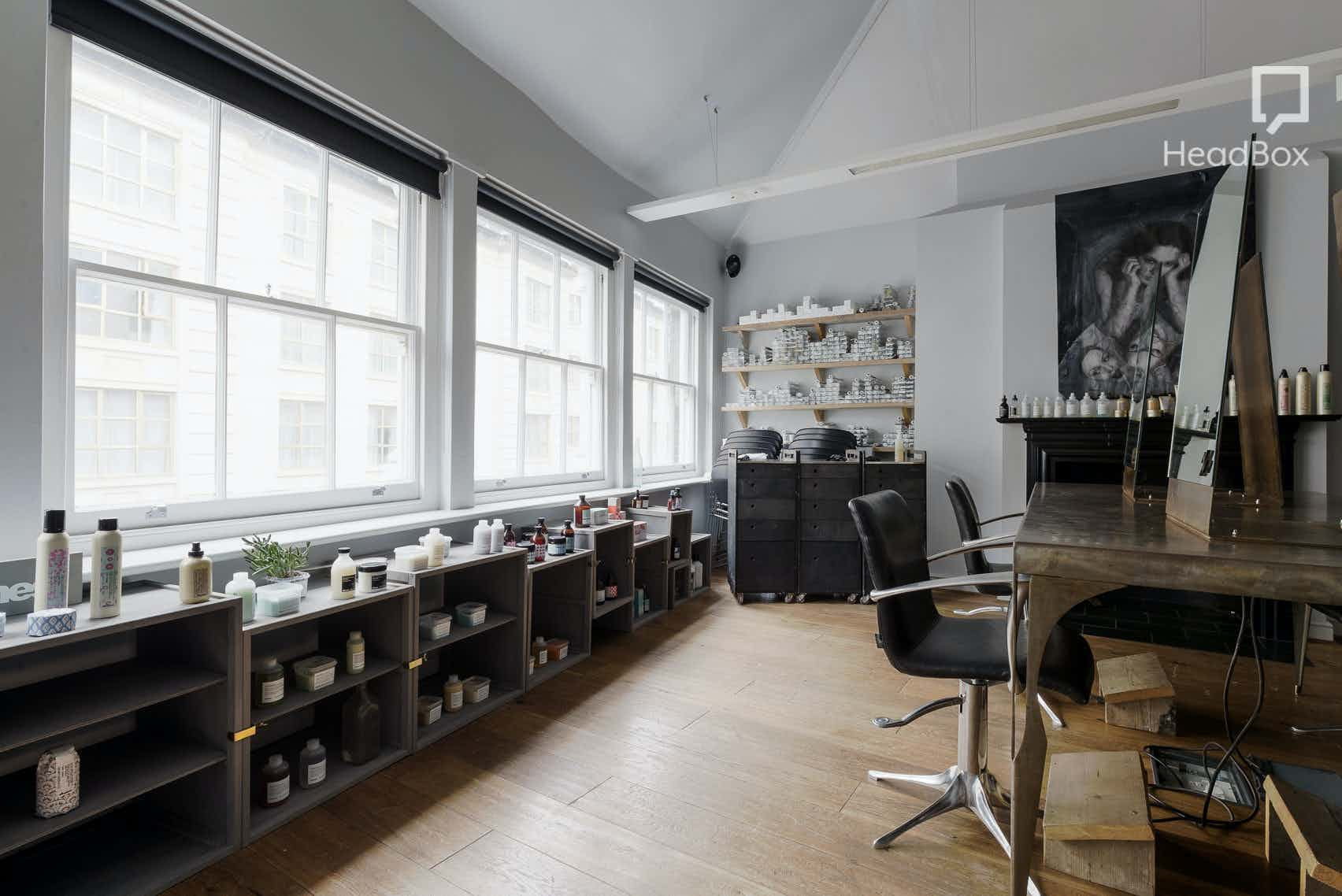 Loft Space, Ena Salon