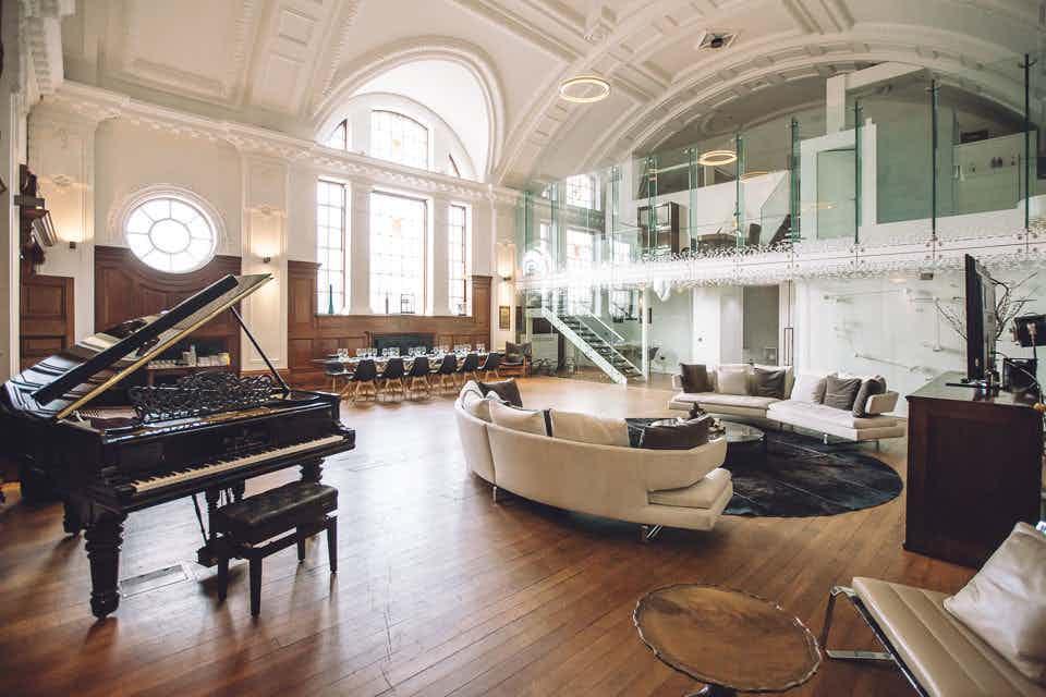 De Montfort Suite, Town Hall Hotel