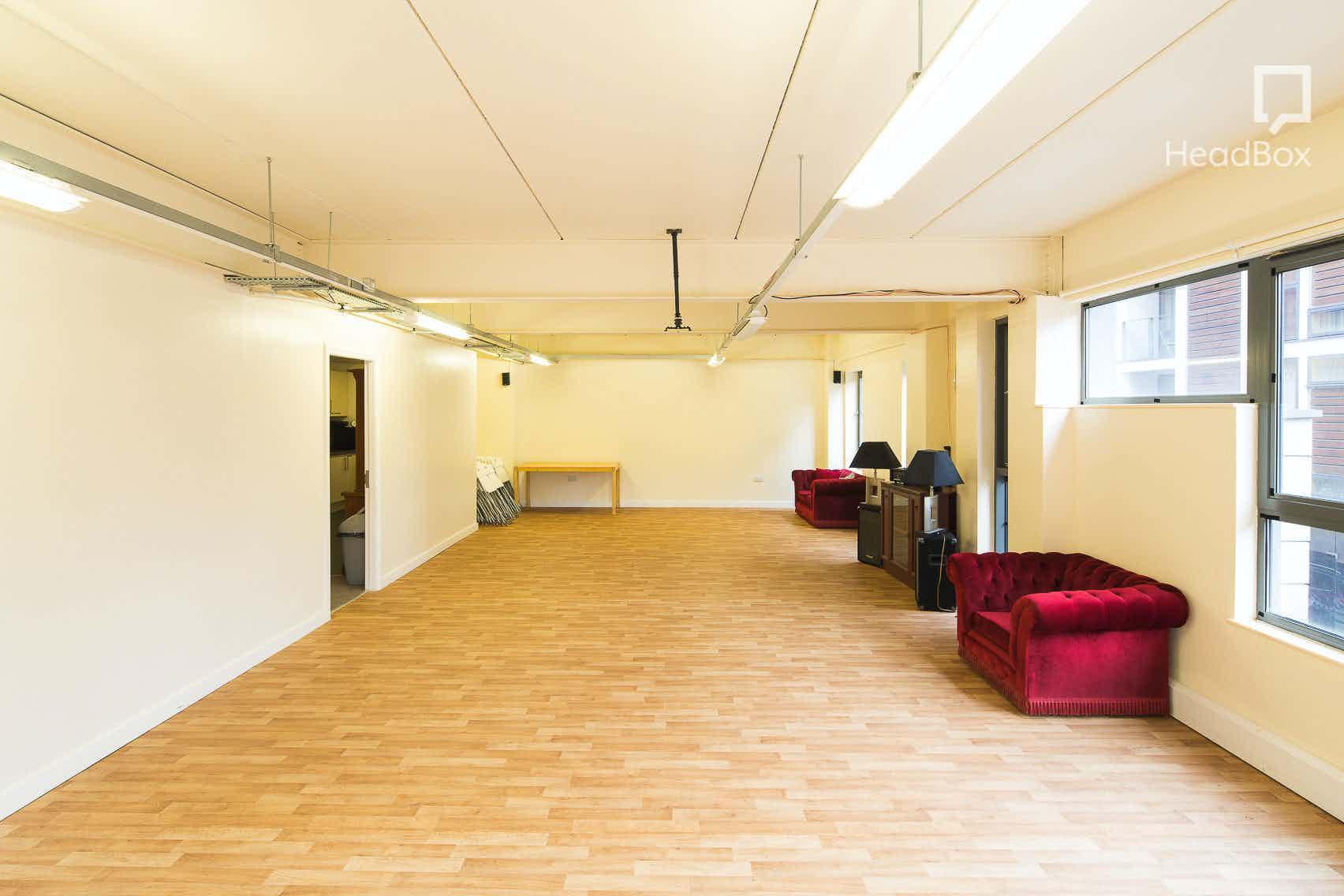 The Studio, Ziferblat