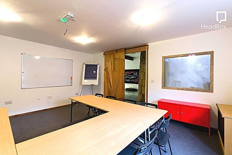 Meeting Room **Hire the Meeting Room at Centrala Space for one of the best options for meeting room hire Birmingham has to offer**  At the back of the Gallery, this venue has a beautifully lit meeting room avail