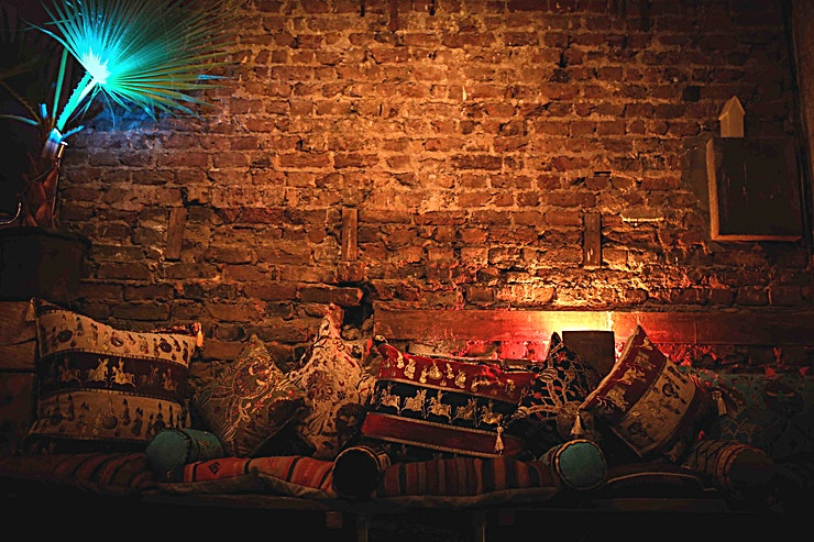MAIN BAR A gorgeous East London venue, with old brick walls, twinkly fairy lights and AMAZINGLY good vibes!  2 minutes walk from HOXTON station and easily accessible--A few mins walk to Shoreditch.   2 venue