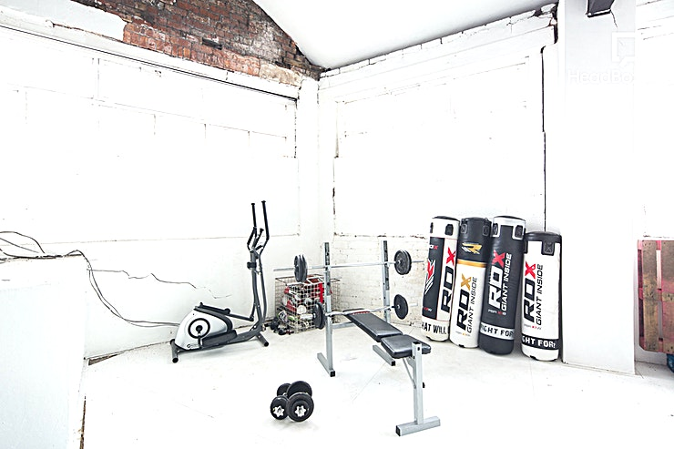 Studio 2 + Gym / Bed / Catwalk Shoot Area **Hire Studio 2 at Studio 303 for your next creative photo or film shoot Manchester.**  This brand new, purpose built Manchester studio hire is suitable for photography and filming. This is the smal