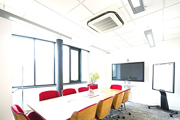 Parks Suite **Hire Parks Suite at 54 St James Street for one of the best meeting rooms to hire in Liverpool for your next meeting, conference or presentation.** 
