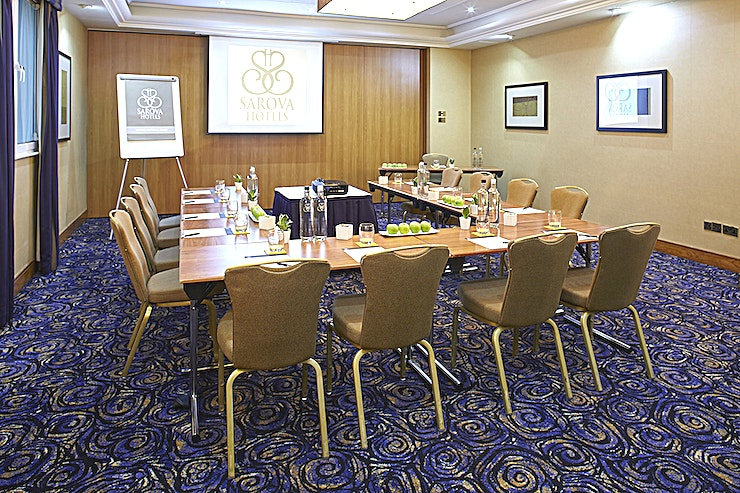 Elizabeth Suite Part of the Queens Suite and divided using soundproof partitions, the Elizabeth Suite is a spacious meeting and event space hosting up to a maximum of 60 guests. Ideal for medium sized events, the ele