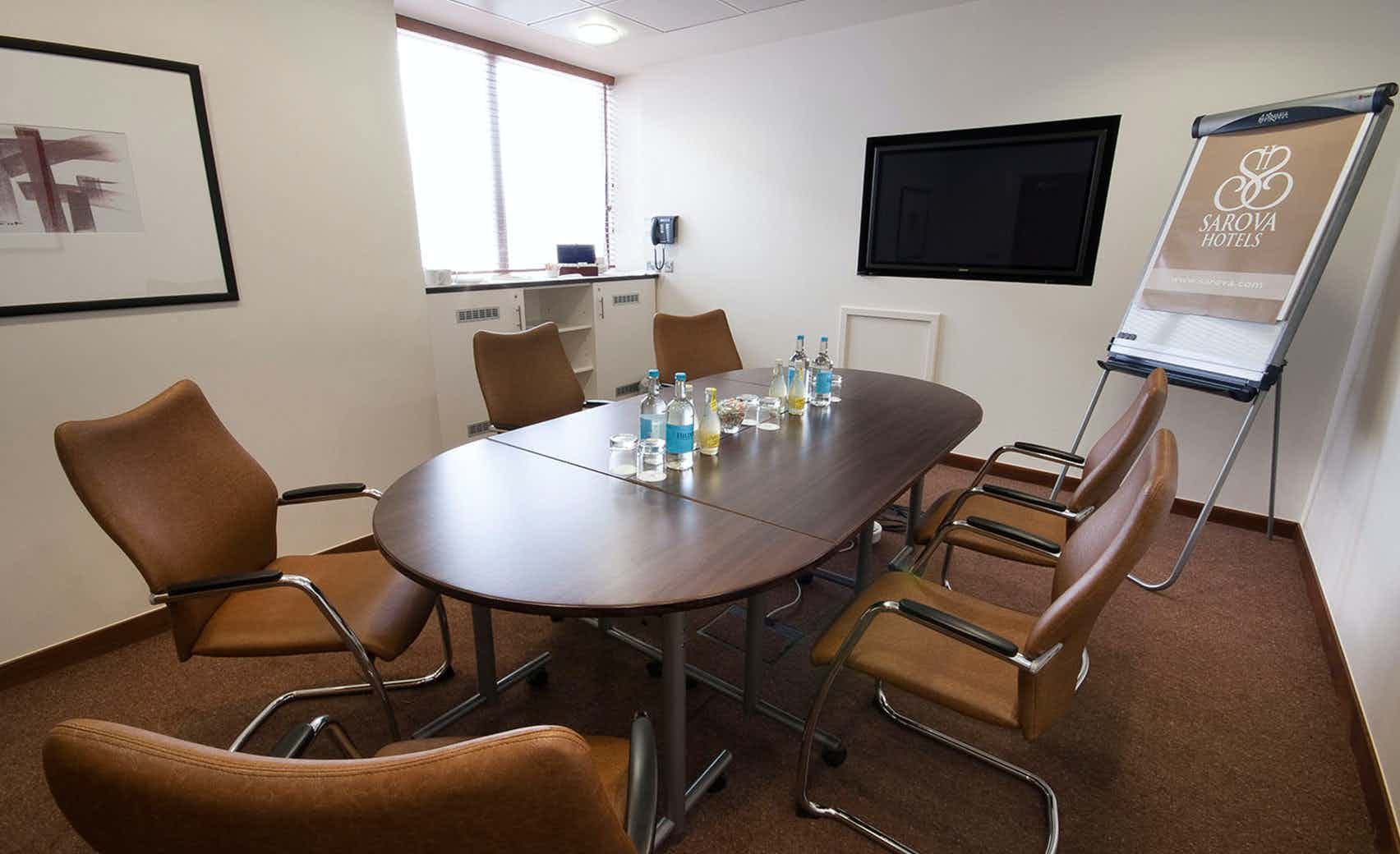 Sandringham Boardroom, Sir Christopher Wren Hotel